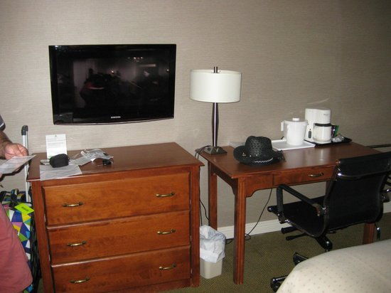 Holiday Inn Montreal Airport : Room