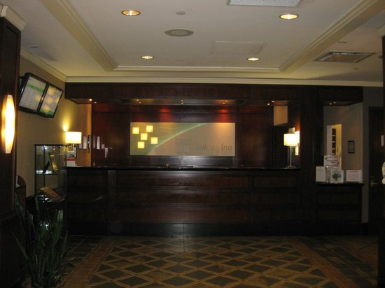 Holiday Inn Montreal Airport: Reception