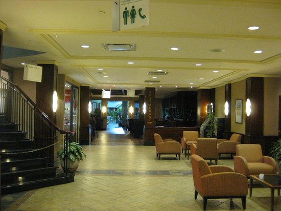 Holiday Inn Montreal Airport: Lobby