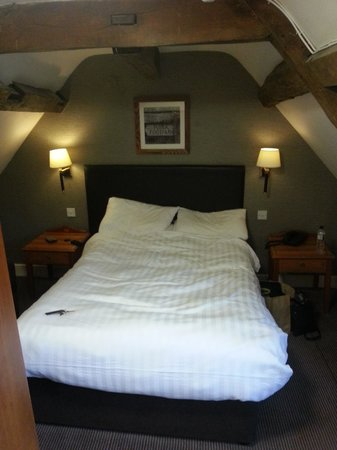 The Woolpack Inn: Tight squeeze