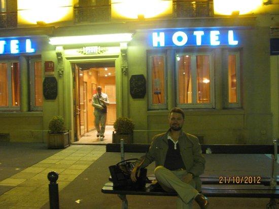 Grand Hotel Dore: Outside