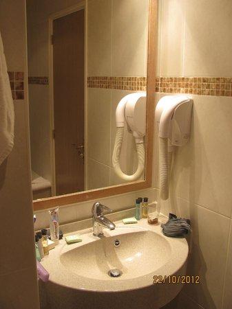 Grand Hotel Dore: Bathroom