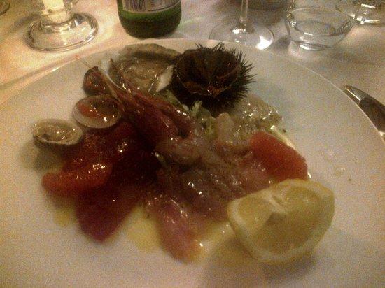 Il Mestolo: antipasto: crudo di pesce
