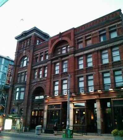 Gladstone Cafe: The Gladstone Hotel and Cafe exterior