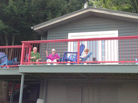 Boundary Waters Resort & Marina - Day Rentals: Watching the boaters come and go