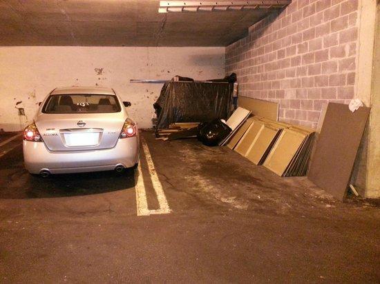 Days Inn Gatlinburg on the River: parking garage