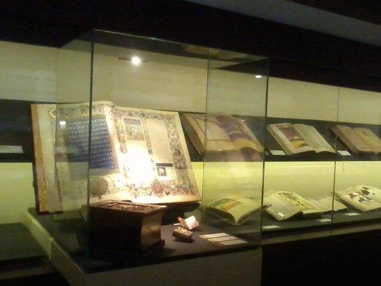 """Castillo de los Templarios: Interior de la exposición """"Templum Libri"""""""