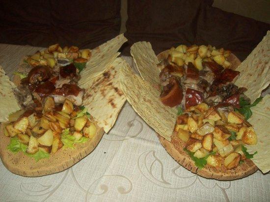 Hostaria Perdingianu e Croccoriga: maialino al forno con patate