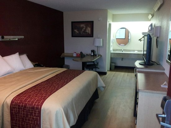 Red Roof Inn Buffalo Niagara Airport: Beautifully renovated rooms