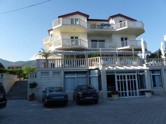 Hotel villa zarko kastel luksic croatie voir les for Hotel villa jardin barrientos