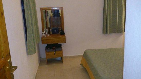 Hadi Apartments: CAMERA DA LETTO