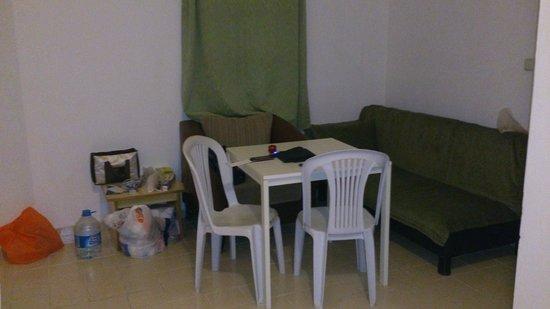 Hadi Apartments: CUCINA/SOGGIORNO
