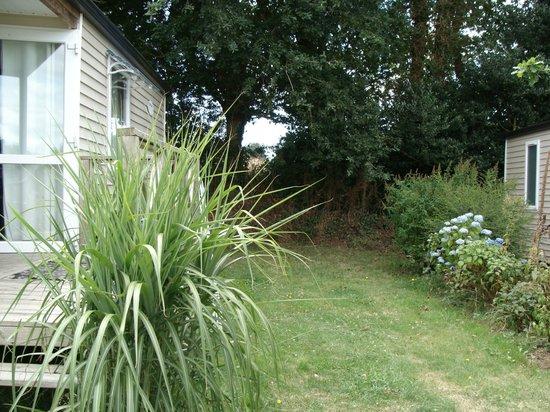 Camping la fontaine du hallate: mobil home et terrain