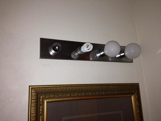 Mission Valley Resort: Really? Cant find matching lightbulbs?