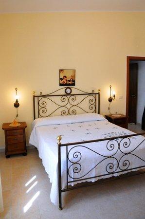 camera da letto - Picture of Agriturismo Il Piccolo Lago, Otranto ...