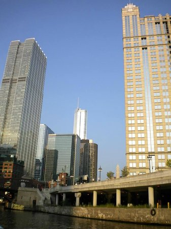 Mercury, Chicago's Skyline Cruiseline: From the river