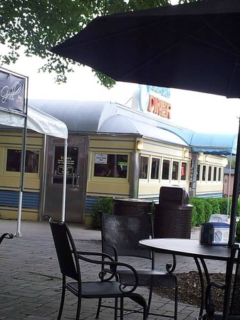 Gilmore Car Museum: Old fashioned Diner - serves great malted and sandwiches