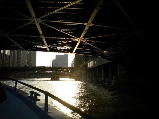 Mercury, Chicago's Skyline Cruiseline: Under the bridge !