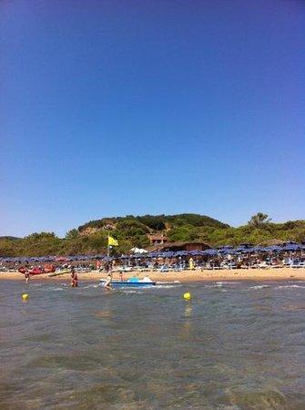"""Roccamare Resort: albergo invisibile praticamente in riva senza i fastidi dell"""" essere in riva......"""
