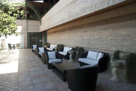 Il Portico B&B & Resort : Lounge zone e fontane