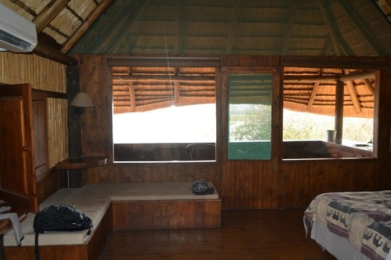 Nkwazi Lake Lodge: finestre camera
