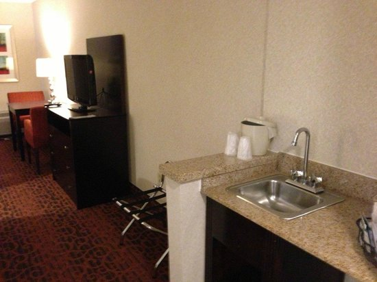 Holiday Inn Express Philadelphia NE - Bensalem: Coffee Area