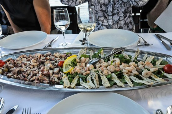 Orsan Yachting Club Restaurant: Calamari, sardines & shrimp course