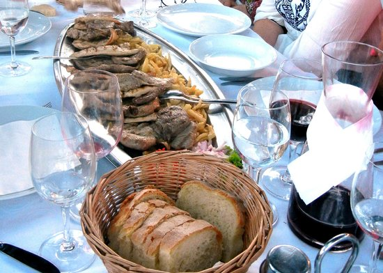 Orsan Yachting Club Restaurant: Chicken and bread