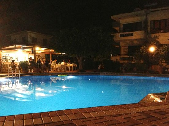 Lefka Apartments: The pool and bar