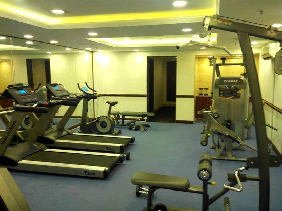 The Golden Plaza Hotel & Spa : Fitness center