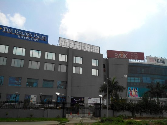 The Golden Plaza Hotel & Spa : Golden Palms Hotel & Spa, Zirakpur ... attached to Paras Downtown Mall