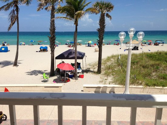 Paradise Oceanfront Hotel: View from Veranda/Room