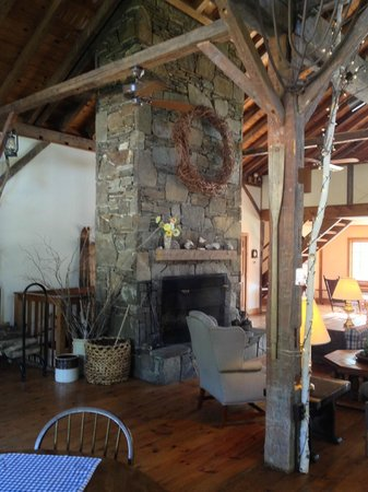 The INN at Willow Pond : breakfast area