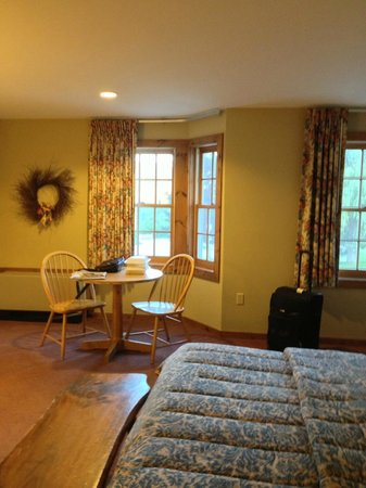 The INN at Willow Pond : nice room