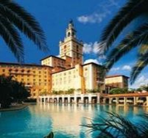 The Biltmore Hotel Miami Coral Gables : view of the pool from the Cabanas