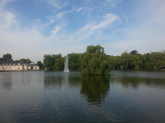 Rheinterrasse Benrath : Парк за отелем