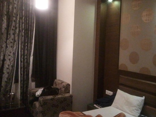 Hotel Namaskar Residency: The Bed
