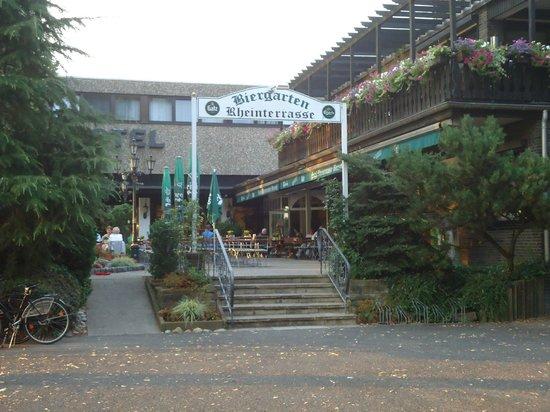 Rheinterrasse Benrath : Вход в отель