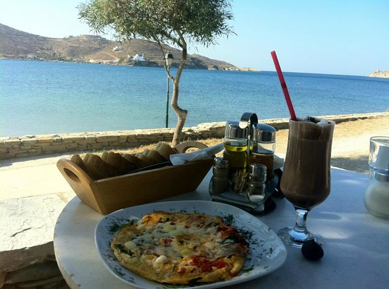 Petra Holiday Village: Delicious breakfast with a view
