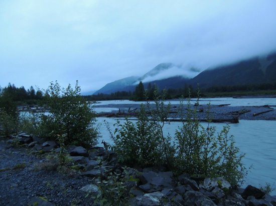 Seward Windsong Lodge: View on Road entrance off Exit Glacier Rd