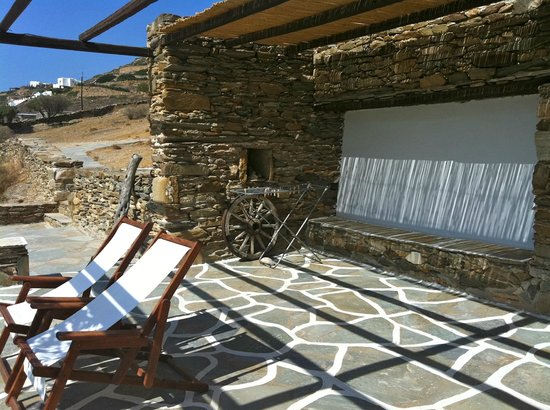 Petra Holiday Village: The outside lounge of one of the Villas