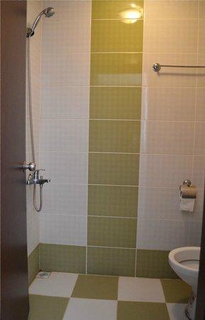 Hekimoglu Hotel: All-In-One bathroom!