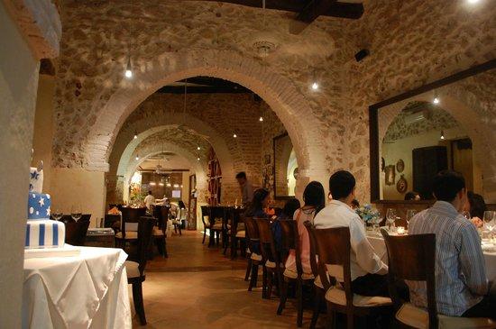 Plaza de Armas: Salón en aire acondicionado, agradable iluminación.