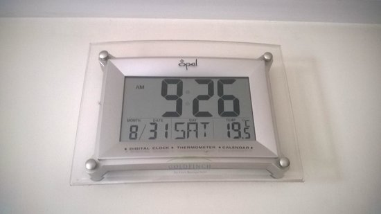 Goldfinch Hotel Bangalore: Room Clock with Temperature