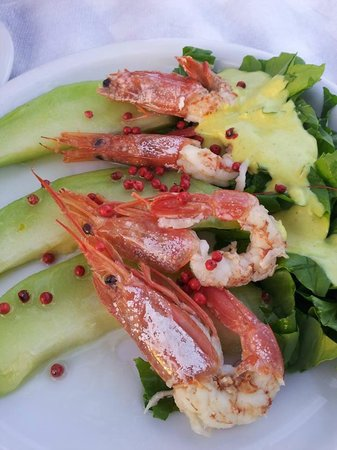 Aktaion: Shrimps and melon with small hot pepper corns