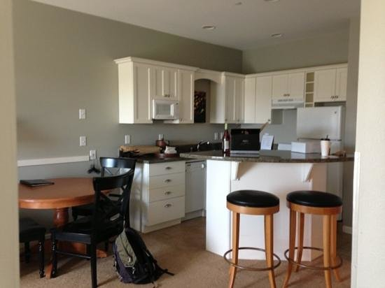 Rivertide Suites: kitchen area