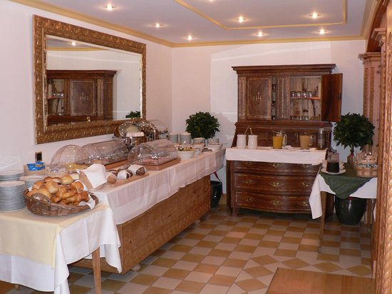 Allalin Swiss Alpine Hotel : Buffet Breakfast