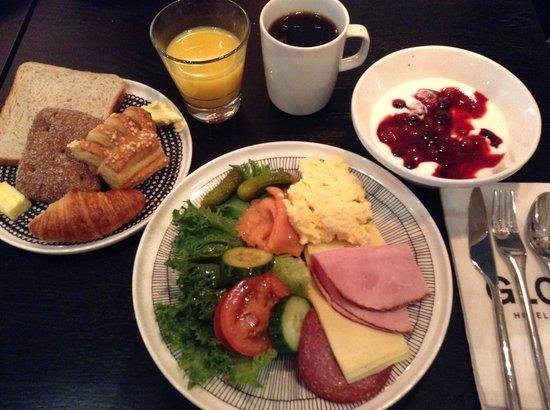 GLO Hotel Kluuvi Helsinki: 朝食
