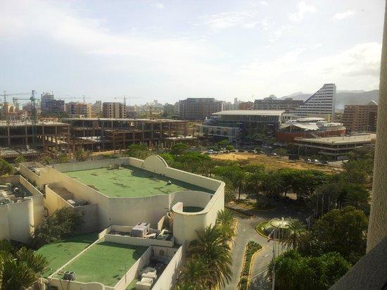 Hotel Venetur Margarita: Vista desde la Ventana del Ascensor