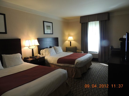 Holiday Inn Express Great Barrington: Two Queen